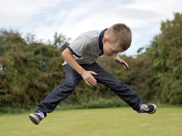 子供の転落事故を防ぐ!何cmの隙間なら危険なの?対策方法とは?