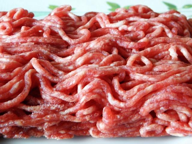 【ヒルナンデスで話題】ひき肉を水で洗う?洗い方やその効果とは?