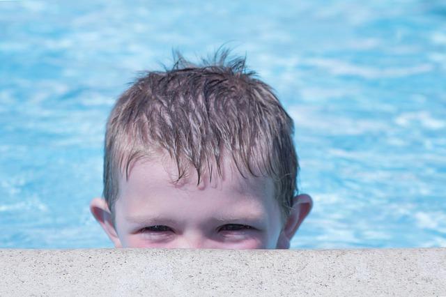【プール熱 はやり目の違い】症状や治療法は?眼科と小児科どっちに行く?